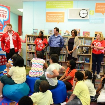 Former Washington Nationals baseball player Chad Tracy teams up with Target for a school library makeover.