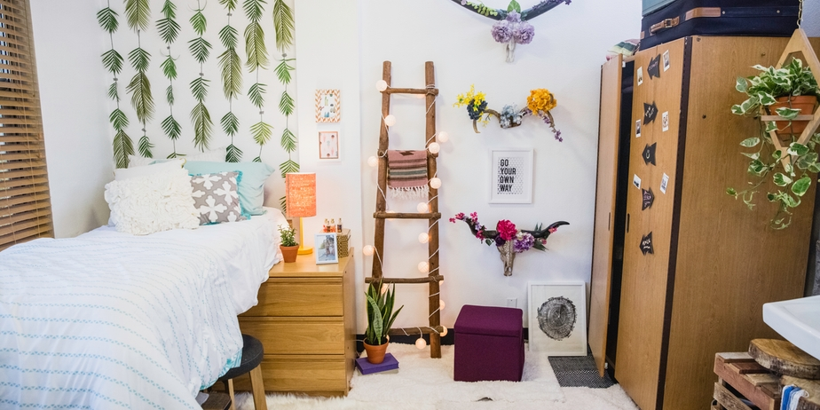 Decorating Ideas > DIY Dorm Décor Veronica Valencia's SuperChic Light Ladder ~ 131045_Earthy Dorm Room Ideas