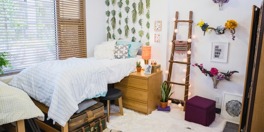 DIY Dorm Décor Veronica Valencia's SuperChic Light Ladder ~ 132407_Dorm Room Design Target