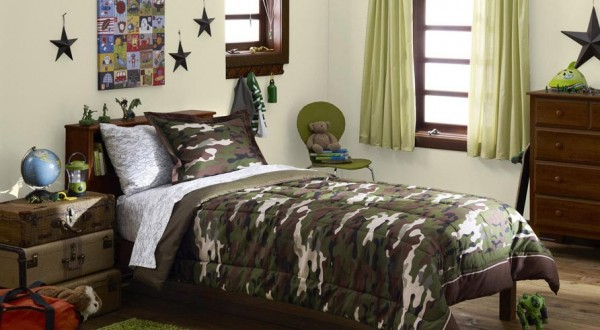 Bright bedding and benjamin moore kids room makeovers for Camo kids room
