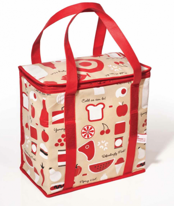 A hot/cold insulated cooler bag is picnic-perfect