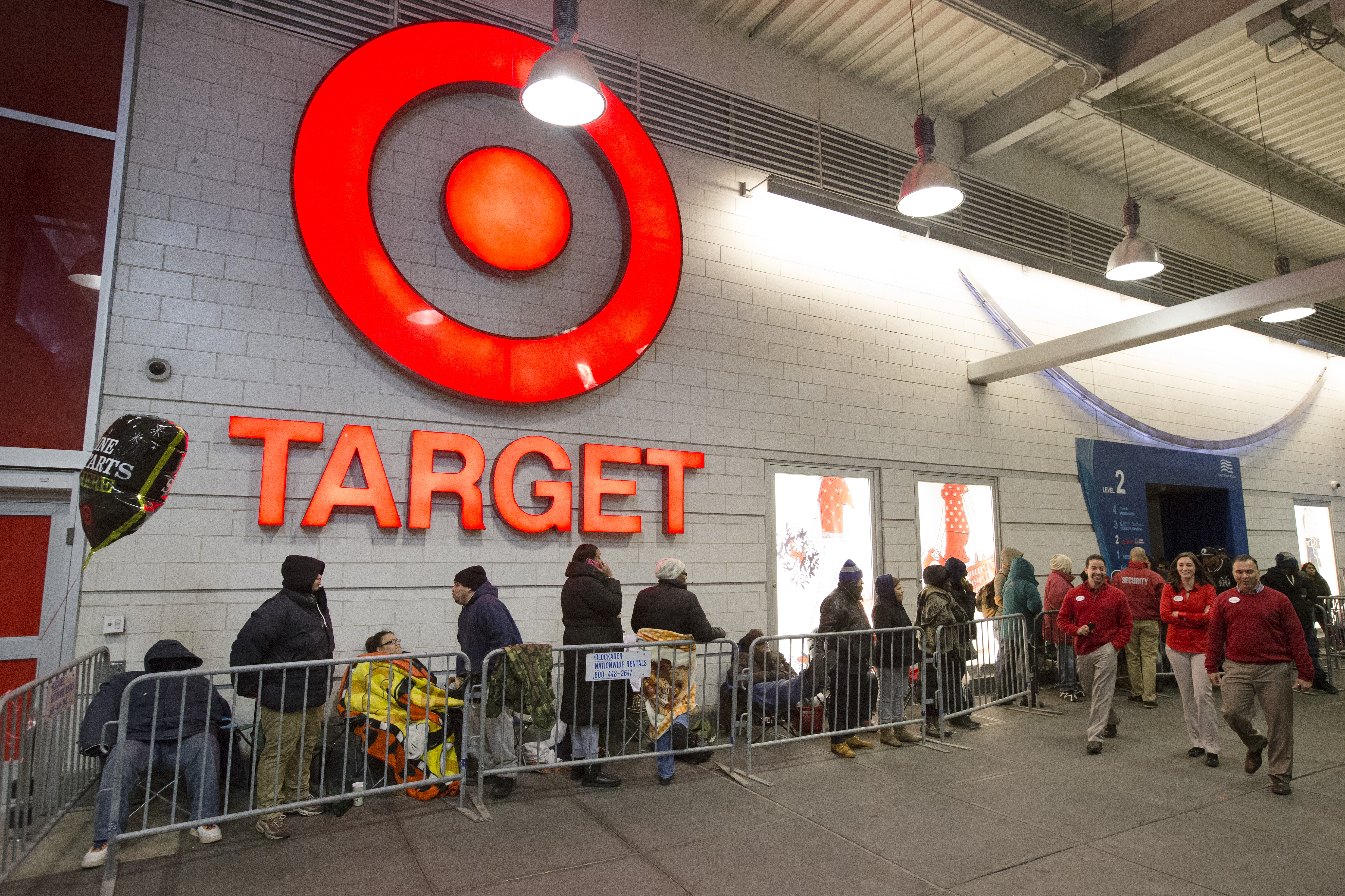 Target Shoppers Nationwide Score Doorbusters as Black Friday Gets ...