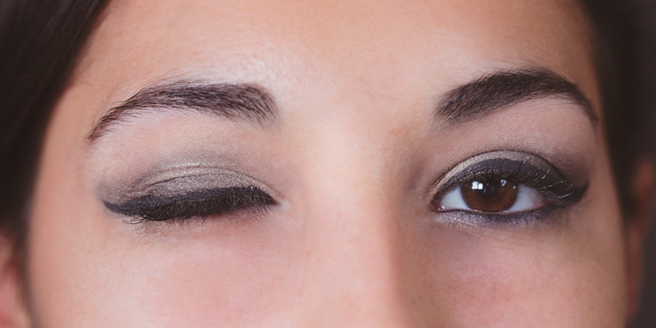 Learn to create a smoky eye.